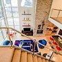 Contemporary Living at The Lofts w hot tub