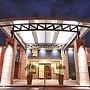 12 Oaks Hotel