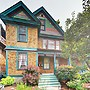 Dreamy 2br Victorian W/ 2 Lofts & Deck 2 Bedroom Home
