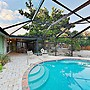 Green Tropical Oasis - 3 Minutes To Beach 3 Bedroom Home