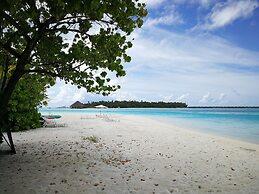 Crown Beach Hotel Maldives Dhiffushi Malediven Niedrigster Hotel