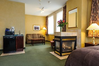 Peterborough Inn & Suites Hotel