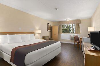 Days Inn & Conference Center by Wyndham Bridgewater