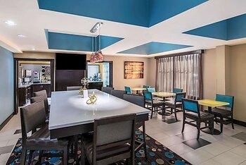 La Quinta Inn & Suites by Wyndham Oxford - Anniston