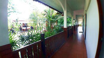 Khum Nakhon Hotel