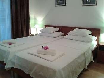 Rooms Lana