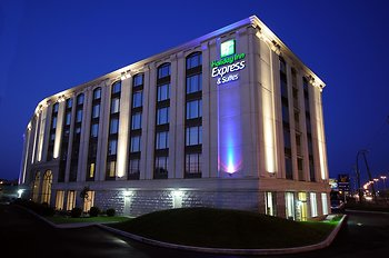 Holiday Inn Express Hotel & Suites Montreal Airport