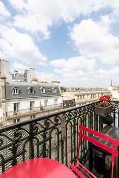 Balcony Bliss steps from the Bois de Boulogne