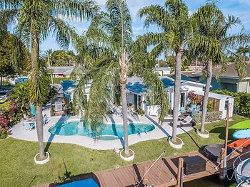 Seahorse House 2/2 for 6 Pool Jacuzzi Waterfront