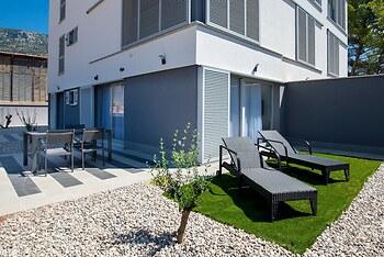 Apartments Dva Galeba