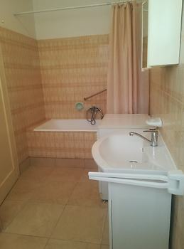 Sunny Apartment with free private parking