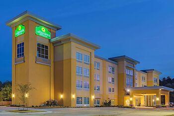 La Quinta Inn & Suites by Wyndham Starkville at MSU