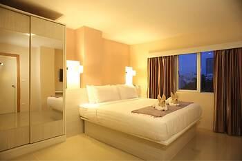 Prom Ratchada Hotel