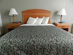 Days Inn & Suites by Wyndham Rhinelander