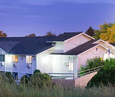 Super 8 by Wyndham Pittsburgh Airport/Coraopolis Area