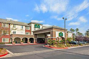 La Quinta Inn & Suites by Wyndham Las Vegas Red Rock