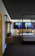 Zoom Hotel