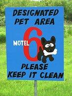 Motel 6 Huntsville, ON