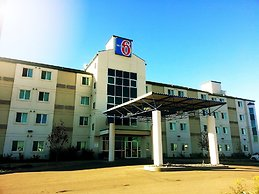 Motel 6 Grande Prairie, AB