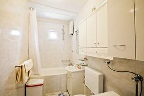 Spacious apartment 2 rooms free parking