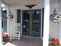 Glass House Inn Erie Near I-90 & I-79